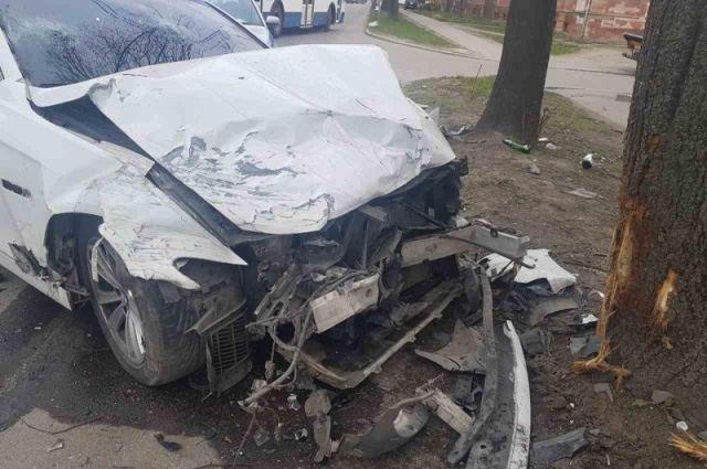 В Калининграде пьяный водитель «БМВ» ударил «Шкоду» и убежал с места аварии.