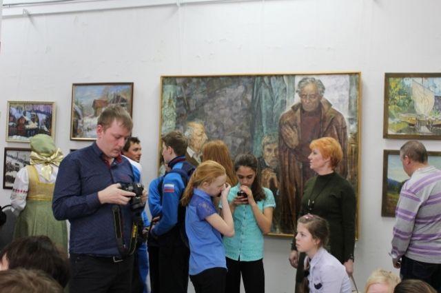 Выставка открылась 14 апреля – в день рождения Леонарда Постникова.