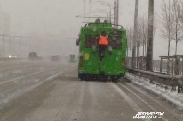 Движение трамваев итроллейбусов вКазани нарушено из-за ледяного дождя