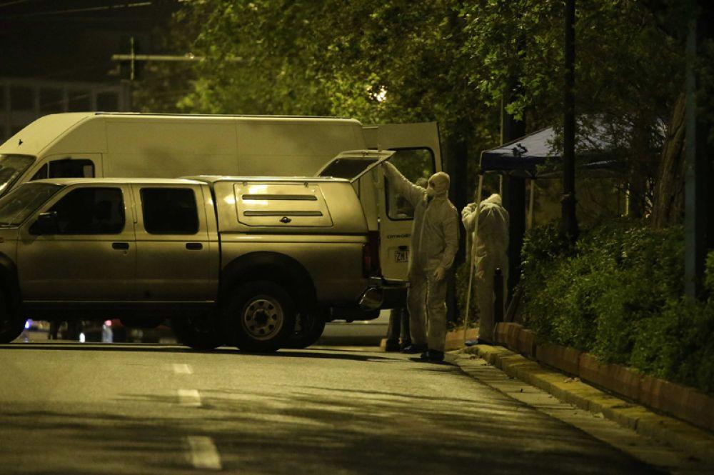 Взрывотехники нашли у входа в банк сумку, которая взорвалась спустя указанное время.