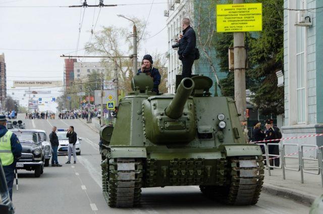 Челябинские танки готовятся кпараду Победы