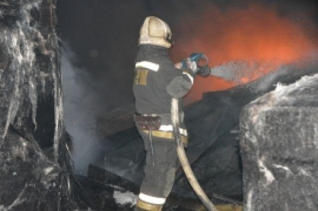 Впосёлке Редкино сгорел склад для хранения бочек