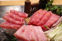 В мясе тунца содержатся витамины и жирные кислоты.