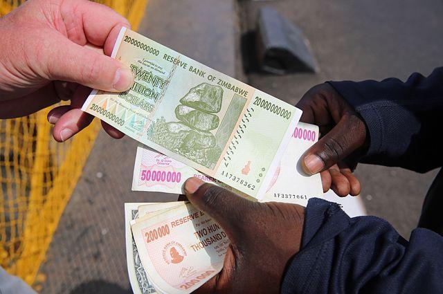 Доллары Зимбабве.