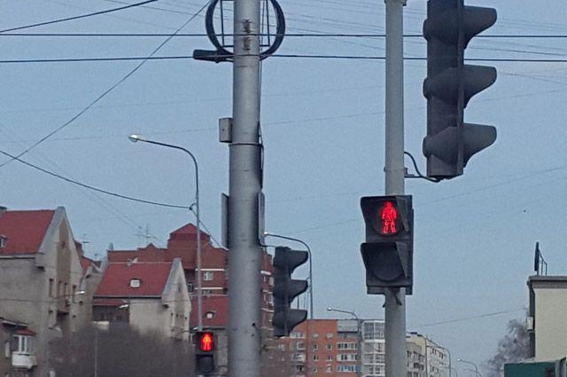 На улице Челюскинцев в Тюмени установят регулируемый светофор по вызову