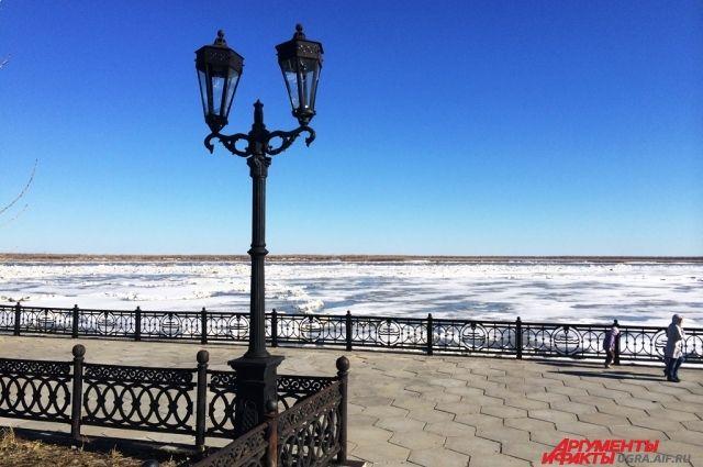 Толщина льда на реках Югры кое-где уже всего 20 сантиметров.