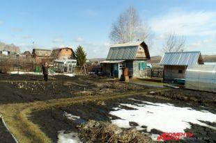Пока земля в Сибири еще не оттаяла, еще можно успеть купить дачу к огородному сезону.