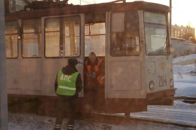 «Искры, треск ивсе вдыму»: ВКрасноярске находу зажегся  трамвай