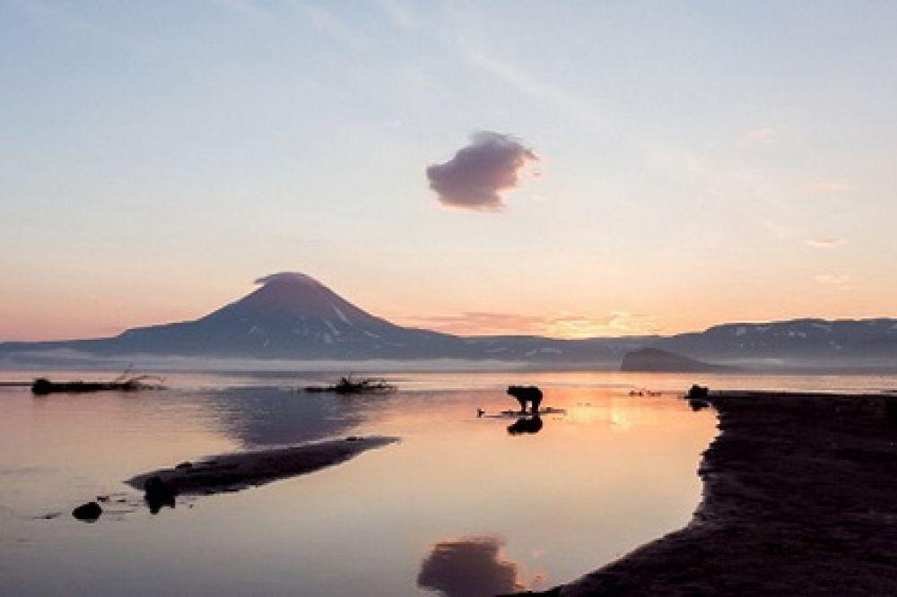 «Рассвет на Курильском озере».