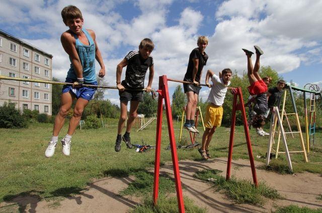 Летом у подростков больше свободы и рисков.