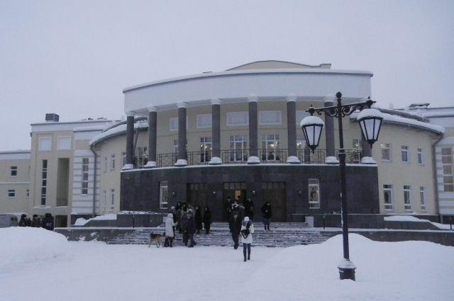 Реконструкция театра продолжалась 12 лет.