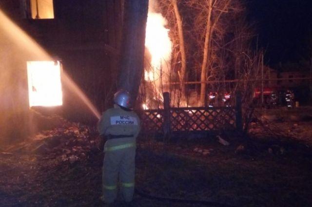 Ночной пожар вКимовске тушили 4 пожарных расчета