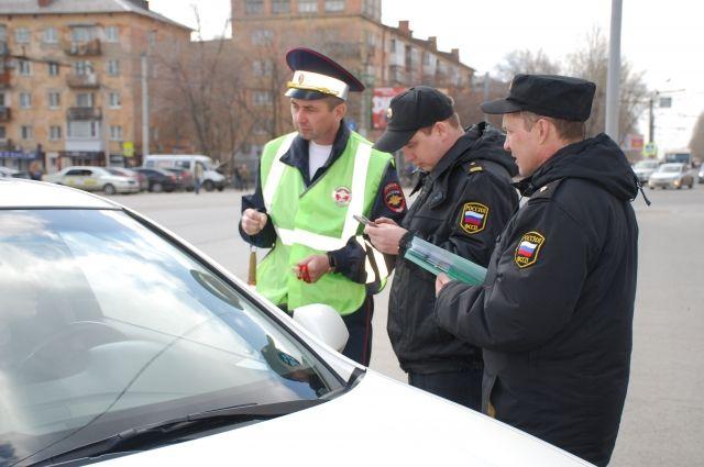 Приставы разыскивают должников на дорогах.