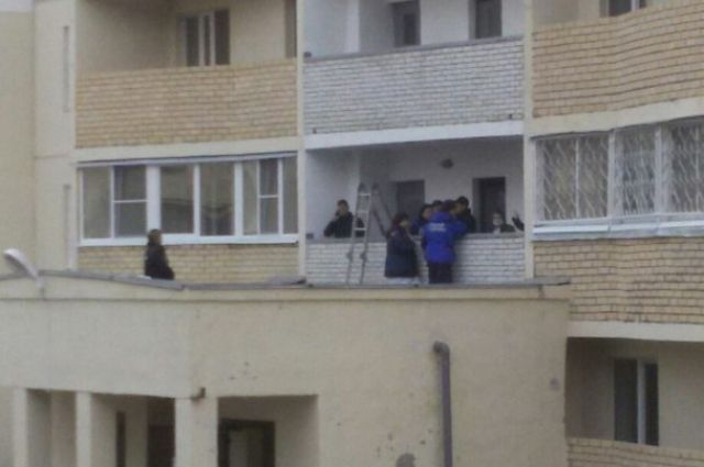 ВПервоуральске парень выпал сбалкона 16 этажа Сегодня в08:00