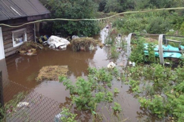 Село на две части разделяет паводок.