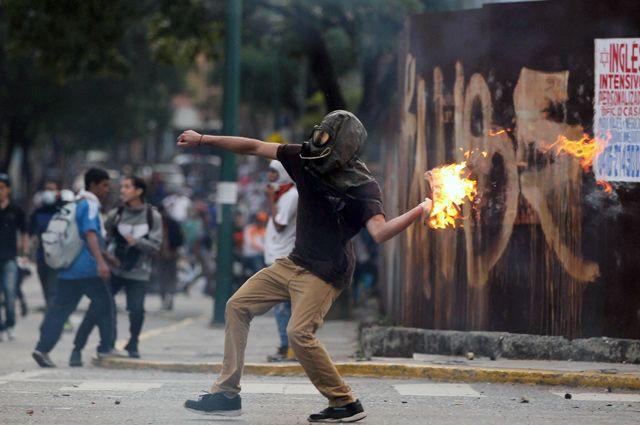Из-за чего происходят массовые протесты в Венесуэле?