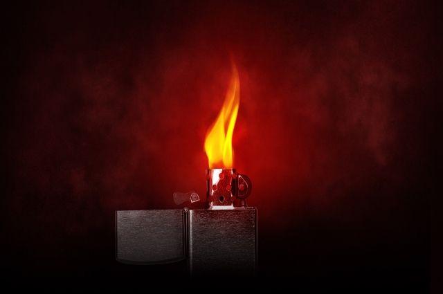 Ребенок обжегся взорвавшейся зажигалкой.