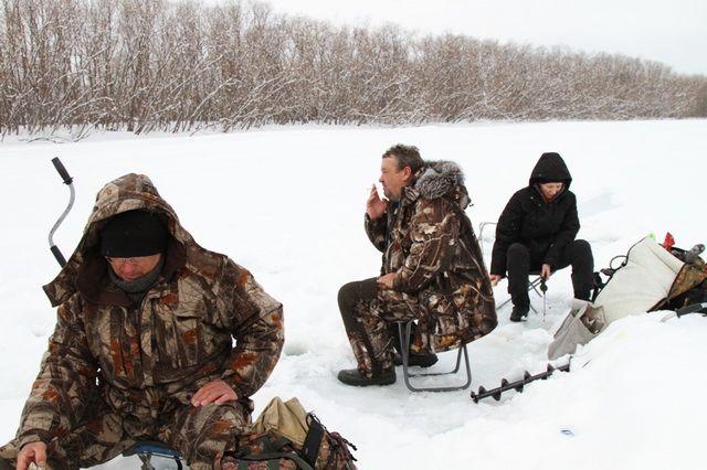 Трое рыбаков дрейфовали по Каме на льдине, которую оторвало от берега.