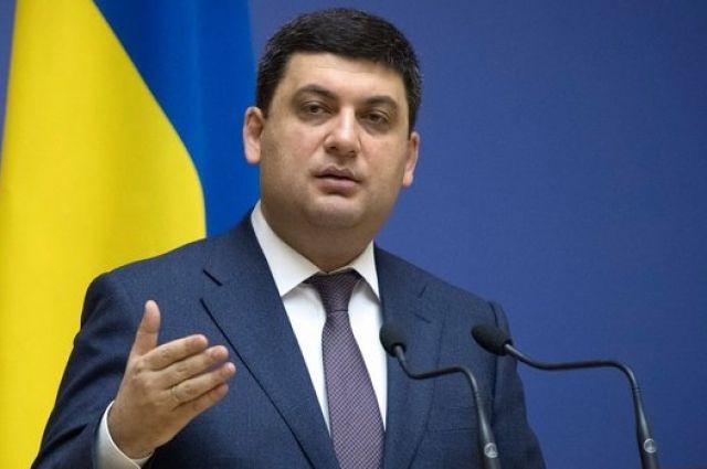 Премьер-министр заработал более 36 тысяч гривен