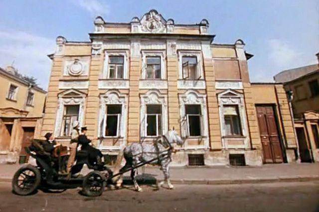 Под видом общежития имени Бертольда Шварца. Где Гайдай снимал «12 стульев»