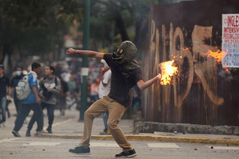Правительство обвиняет оппозицию в попытке таким образом совершить переворот в стране.