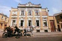 Под видом общежития имени монаха Бертольда Шварца показывают интересную усадебку, построенную практически сразу после пожара 1812 г.