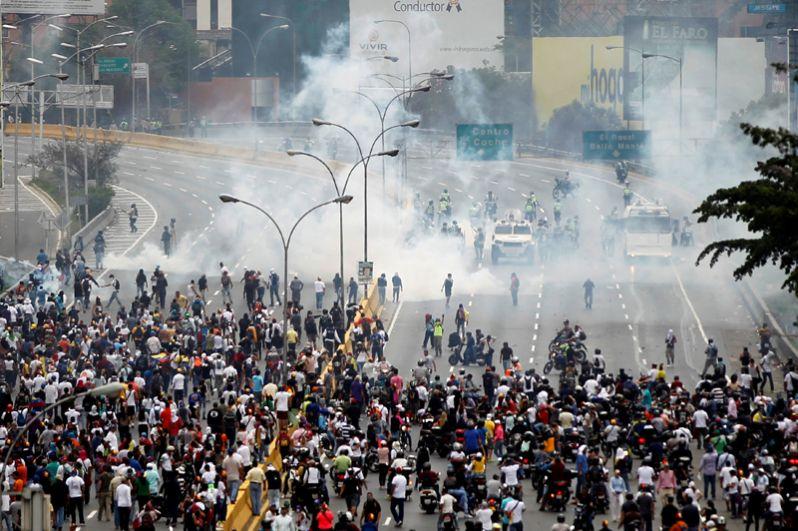 Он отметил, что массовые демонстрации против политики действующего президента в регионах и в столице страны будут продолжаться.
