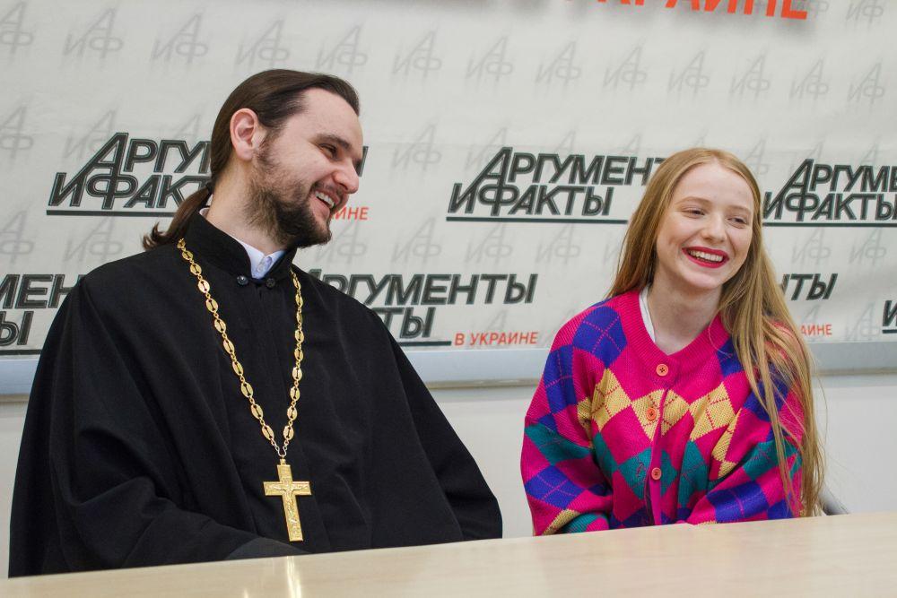 Отец Александр рассказал, что его дети также любят петь и хотят на «Голос. Дети»