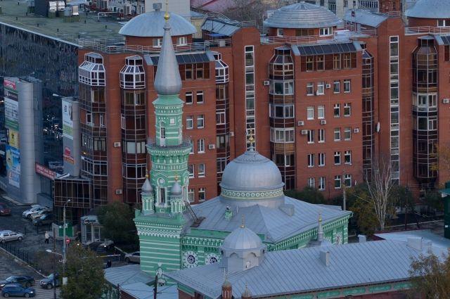 По словам прохожих, сейчас рядом с мечетью уже всё тихо.