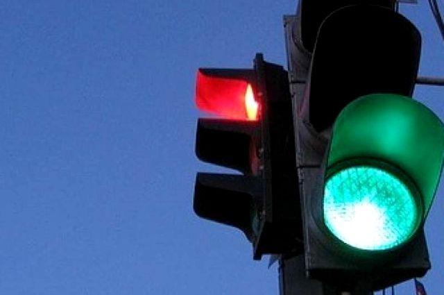 Поломка светофора заблокировала движение наНевском проспекте