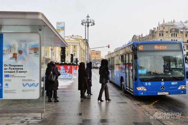 Инвалидам по зрению пока что трудно пользоваться общественным транспортом.