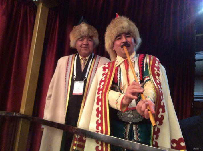 Представители национально-культурной автономии башкир пришли на съезд с кураем.