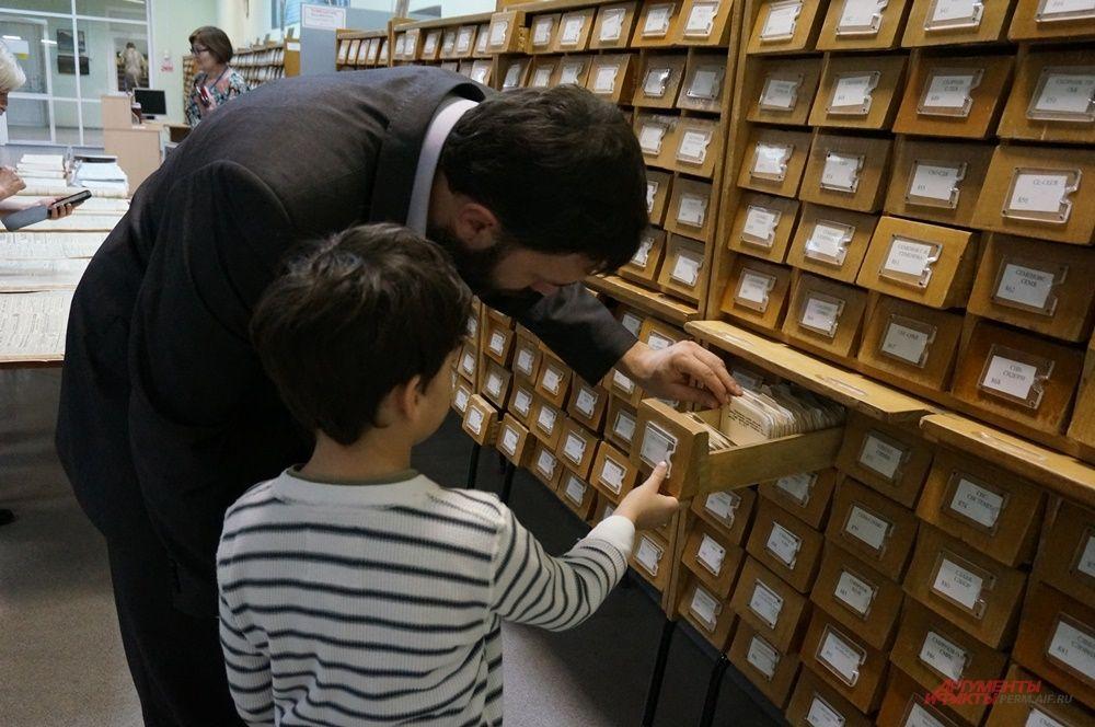 Многие пермяки пришли с детьми, чтобы рассказать им, как устроена библиотека.