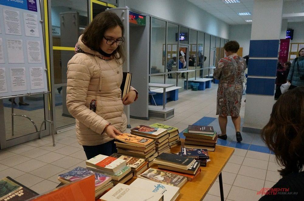 На каждом этаже библиотеки им. Горького проходили разные мероприятия.