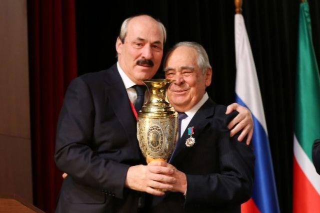Рамазан Абдулатипов наградил Минтимера Шаймиева орденом «Зазаслуги перед Республикой Дагестан»