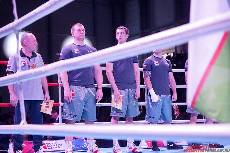 Российская команда Patriot Boxing сразилась с Uzbek Tigers из Узбекистана. Эти команды выступают в VII сезоне Всемирной серии бокса (WSB) в группе B. В неё также входят клубы Astana Arlans (Казахстан) и China Dragons (Китай). Всего же в турнире участвуют боксёрские команды из 12-ти стран, которые разбиты на три отборочные группы: Америка (А), Азия (В) и Европа (С).