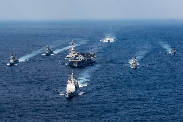 Авианосная группа США начала учения уберегов Корейского полуострова