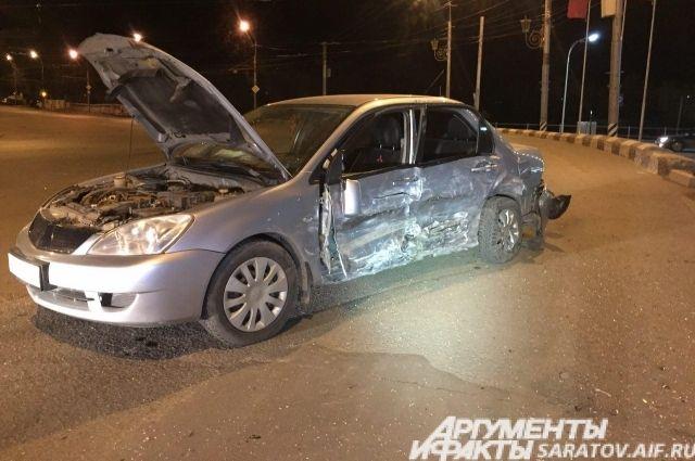 Мужчину придавило крышей авто.