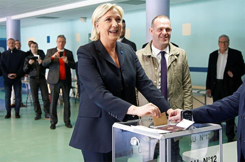 Лидер политической партии Франции «Национальный фронт», кандидат в президенты Франции Марин Ле Пен.