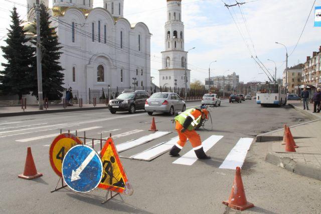 Натрассах Красноярского края начали наносить дорожную разметку