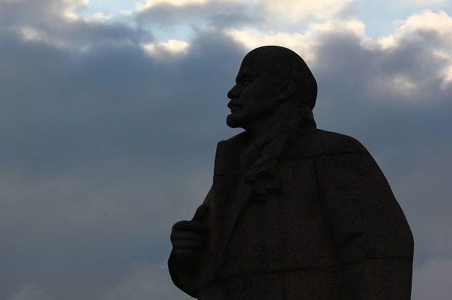 Памятников Ленину в Иркутске несколько штук.