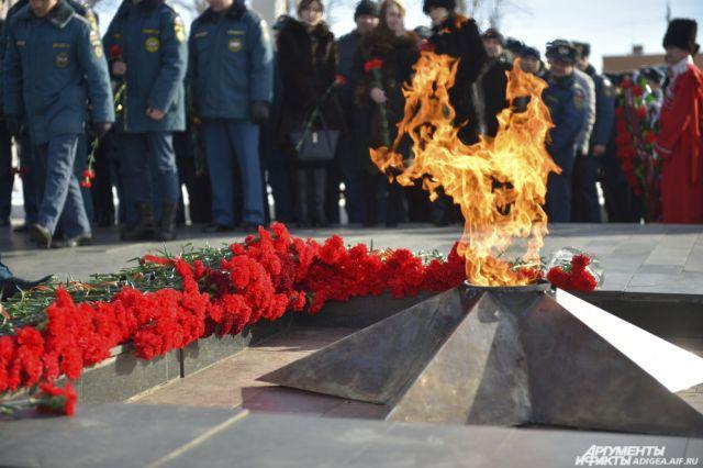 В интернете появилось фото осквернения Вечного огня в Салехарде.