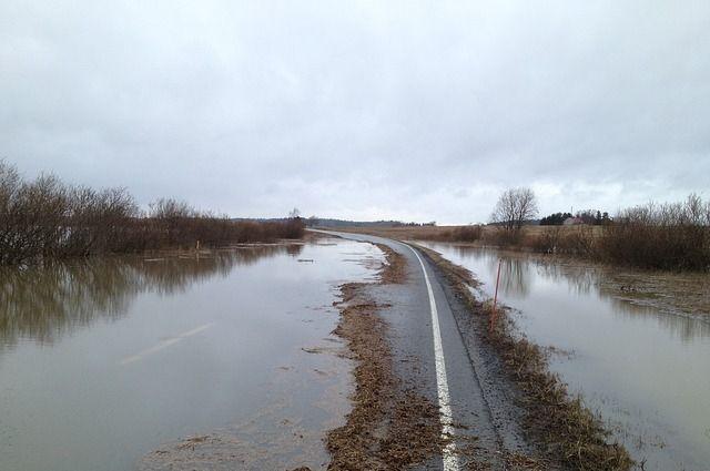 Дорогу награнице Челябинской области сКазахстаном размыло речной водой