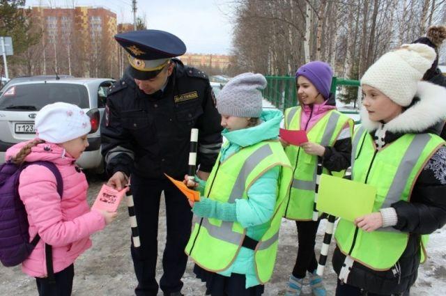 Свои знания правил дорожного движения показали ребята от 10 до 12 лет.