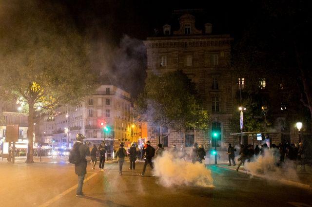 При беспорядках в Париже девять человек были ранены и около 30 задержаны