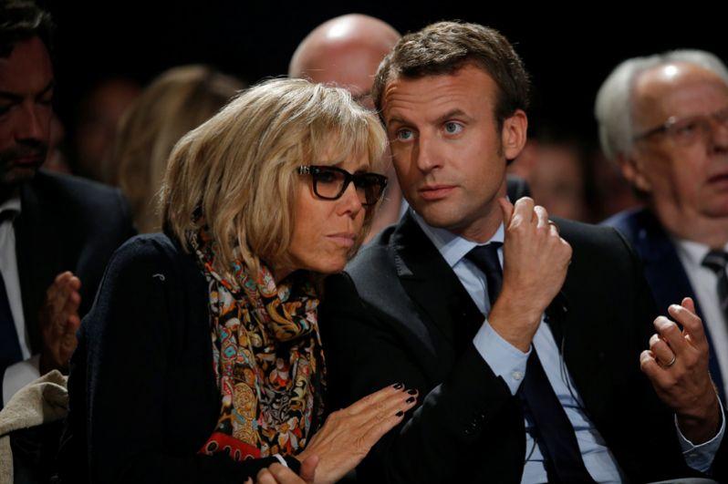 Эммануэль Макрон и его супруга Бриджит Троньё на митинге движения «Вперёд!» в Ле-Мане.