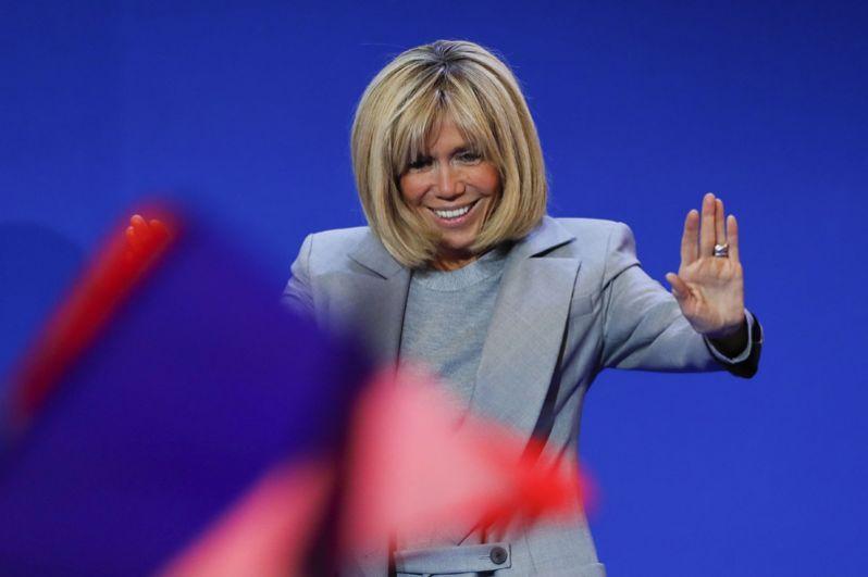 Бриджит Троньё во время первого тура президентских выборов 23 апреля во Франции.