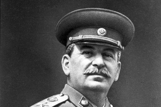 Огромный портрет Сталина появился на помещении администрации района Кубани