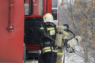 Пожарные вынесли их горящей квартиры 55-летнего хозяина