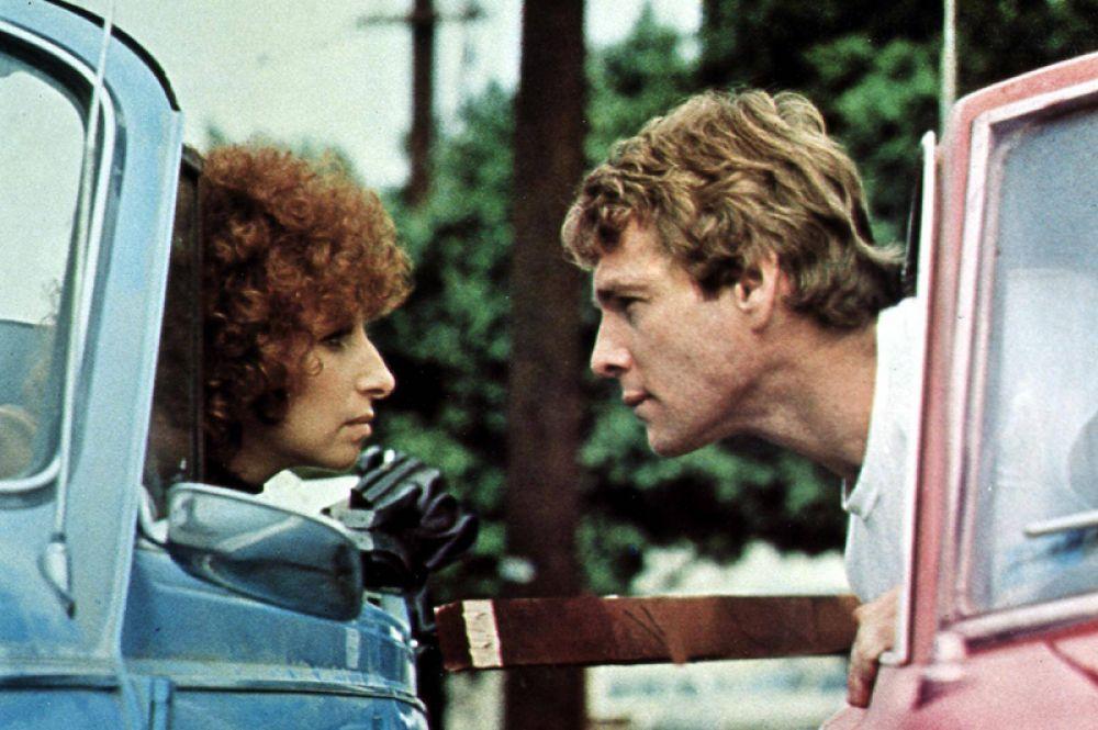 С 1969 до 1980 года все фильмы с участием Стрейзанд попадали в десятку самых кассовых фильмов США. В фильме «Главное событие» (1979).